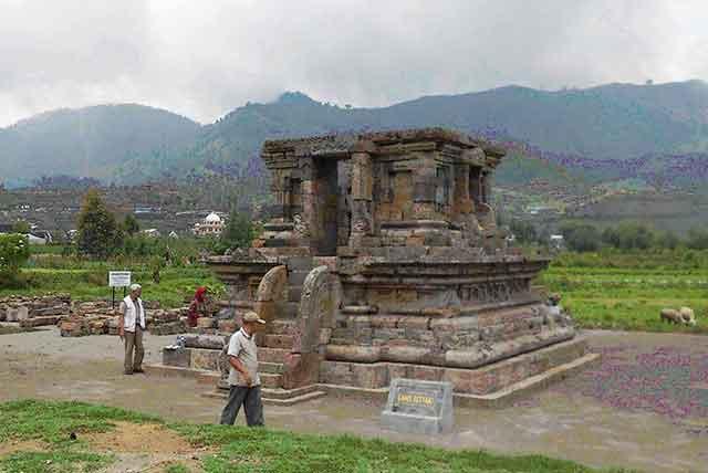 Setyaki Temple Dieng