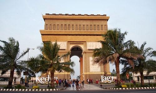 Visit to Simpang Lima Gumul Monument Kediri