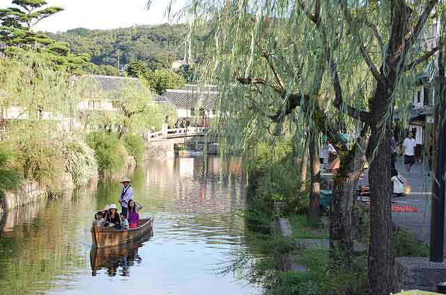 the Kurashiki Canal.